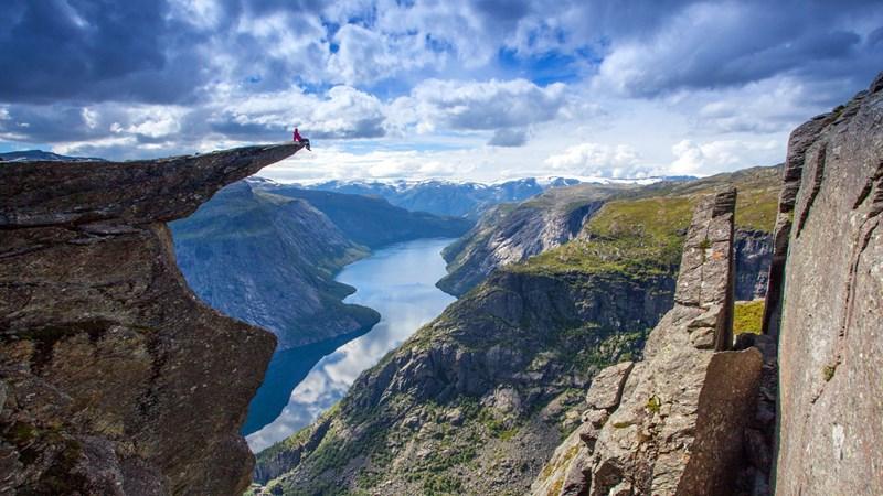 Trolls-tongue-Hardanger-FjordNorway-Norway-1400x787