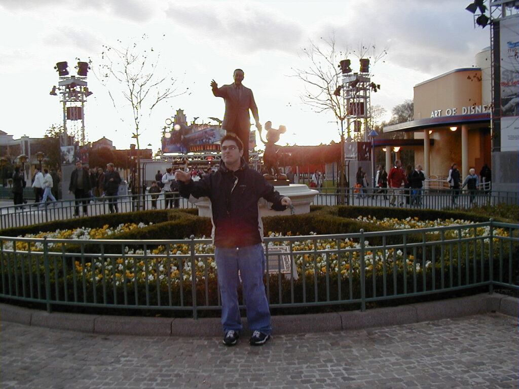 Walt Disney Studios Park, Disneyland Resort Paris, 2002 - poor Paris, this statue really belongs next door!